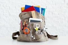 Рюкзак с школьными принадлежностями Стоковая Фотография RF