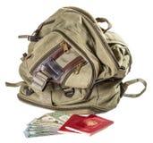 Рюкзак цвета хаки около русских пасспортов и долларов Стоковая Фотография