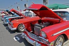 Рядок античных автомобилей Шевроле Стоковое фото RF