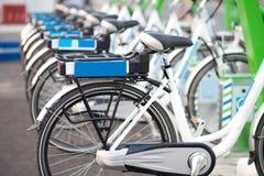 Рядок велосипедов стоковая фотография