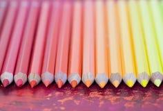 Рядок пастельных покрашенных карандашей Стоковые Фото