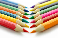 Рядок покрашенных карандашей, на белой предпосылке Стоковое Изображение