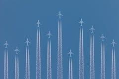 Рядок самолетов летая мимо Стоковая Фотография