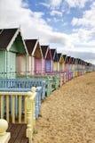 Рядок цветастых хат пляжа   Стоковые Фотографии RF