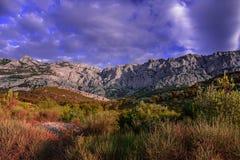 Ряд гор с облачным небом Стоковые Изображения RF