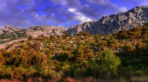 Ряд гор с облачным небом Стоковые Изображения