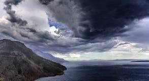 Ряд гор с облачным небом Стоковое Изображение RF