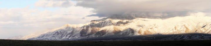 ряд панорамы горы снежный Стоковое фото RF