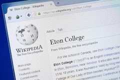 Рязань, Россия - 19-ое августа 2018: Страница Wikipedia о коллеже Eton на дисплее ПК стоковое фото rf