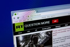 Рязань, Россия - 16-ое апреля 2018 - домашняя страница России вебсайта сегодня на дисплее ПК, url - rt com стоковое изображение