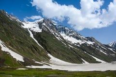 Ряд Гималаев весной Стоковое фото RF