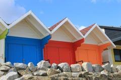 Цветастые chalets пляжа Стоковые Фото