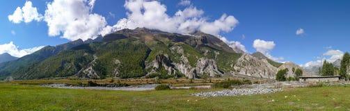 Ряд Annapurna от деревни Bhraka, Непала Стоковые Фотографии RF