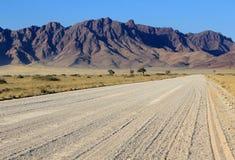 саванна дороги namib гор пустыни травянистая Стоковое фото RF