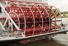 Саванна, Georgia/Соединенные Штаты - 25-ое июня 2018: Речное судно ` s саванны, ферзь Georgia, состыкованный на улице реки Стоковое фото RF