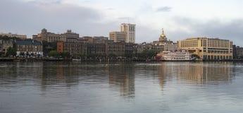 Саванна Georgia США горизонта города взгляда портового района реки городская стоковое фото