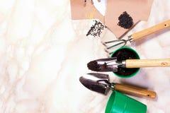 Садовничая инструменты на мраморной предпосылке Стоковое фото RF
