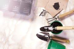 Садовничая инструменты на мраморной предпосылке Стоковое Фото