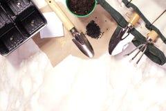 Садовничая инструменты на мраморной предпосылке Стоковое Изображение RF
