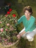 садовничая старшая женщина Стоковое Изображение