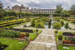 Сады дворца Kensington, Лондона, Англии Стоковая Фотография