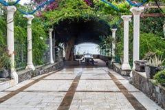 Сад в греческой православной церков церков 12 апостолов в Ca Стоковая Фотография