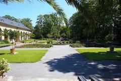 Сад около дворца Wilanow с посетителями Стоковое Фото