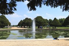 Сад фонтана дворца Хэмптона Корта, Великобритания Стоковые Изображения RF