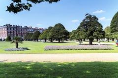 Сад фонтана дворца Хэмптона Корта, Великобритания Стоковое Изображение