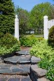 сад шагает камень стоковая фотография