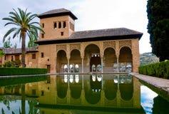 сад 42 alhambra partal Стоковые Изображения RF