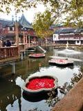 Сад Yuyuan в городе Шанхая, Китае Перемещение, trourism, озеро, вода, цветки и touristic привлекательность стоковые изображения