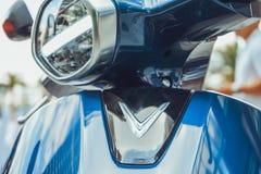 """САЙГОН/ВЬЕТНАМ, 27-ОЕ НОЯБРЯ 2018 - заклеймленный как """"умное eScooter, """"хвастовства 3G VinFast Klara и интеграция и смартфон GPS стоковое фото"""