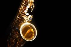 Саксофон альта в темноте Стоковые Изображения