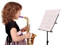 Саксофон игры маленькой девочки Стоковое фото RF