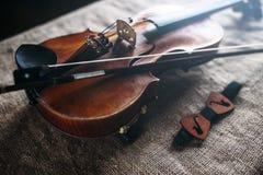 Саксофон, мундштукы и bowtie, предпосылка мешка Стоковое Изображение
