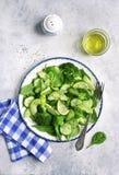 Салат весны вытрезвителя от зеленых овощей авокадоа, огурца, bro Стоковое Фото