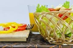 Салат в корзине Стоковые Фотографии RF