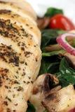 салат груди зажженный цыпленком среднеземноморской Стоковая Фотография RF