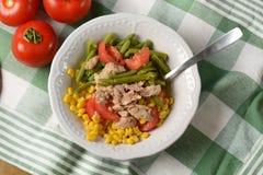 Салат зеленых фасолей, мозоли, томата и тунца Стоковое Изображение RF
