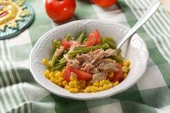 Салат зеленых фасолей, мозоли, томата и тунца Стоковые Изображения