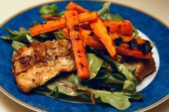 салат кровати зажженный цыпленком Стоковые Изображения
