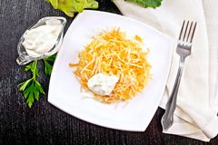 Салат моркови и кольраби с сметаной на верхней части Стоковая Фотография