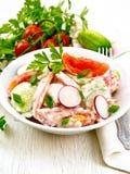 Салат от свежих овощей в плите на борту Стоковые Фото