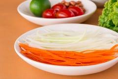 Салат папапайи, зеленый салат папапайи с морковью, Стоковые Изображения RF