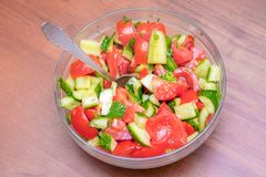 Салат плиты огурца и томата, верхнего view_ Стоковые Фото