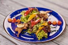 Салат салата с мясом триперсток и гайка sauce Стоковые Изображения RF