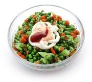 Салат свежего овоща с шлихтой соуса стоковое изображение rf