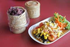 Салат сладостной мозоли пряный с черным рисом Стоковая Фотография RF