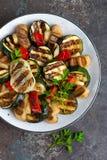 Салат с зажаренными овощами и грибами Vegetable салат с зажаренными champignons зажженный салат Стоковое фото RF